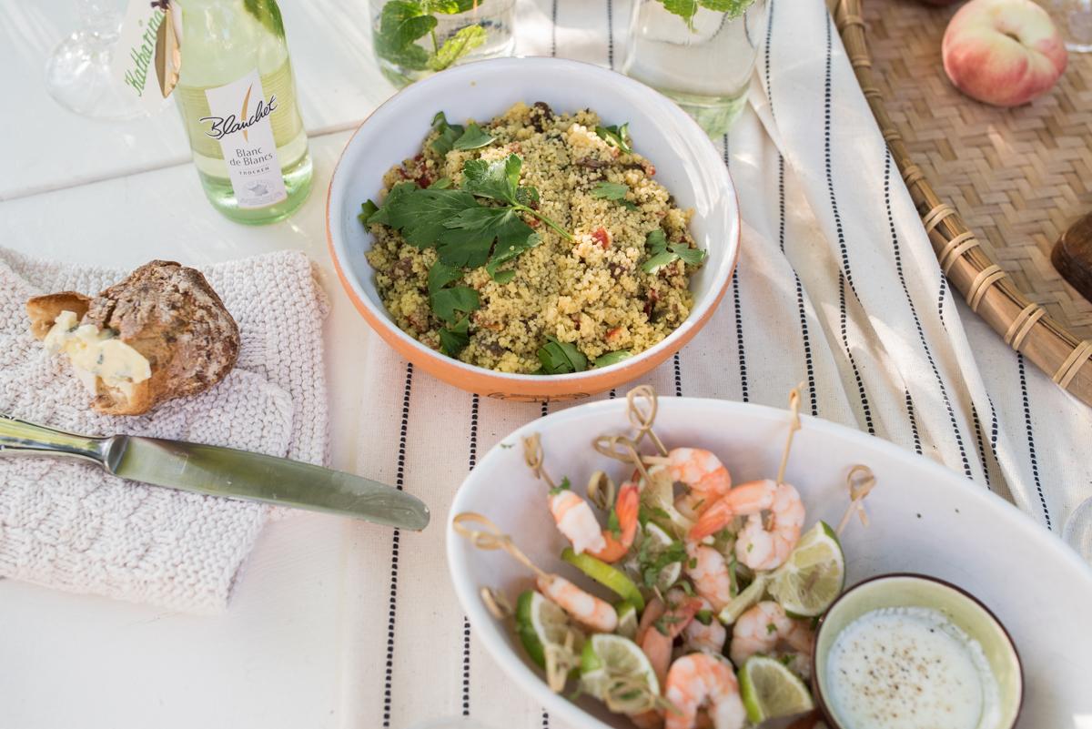 Dekoideen für ein Sommer Picknick im Boho Look auf der Wiese und ein selbst genähter DIY Weinkühler mit Anleitung