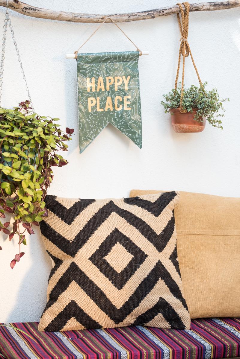 diy outdoor wimpel aus wachstuch leelah loves. Black Bedroom Furniture Sets. Home Design Ideas