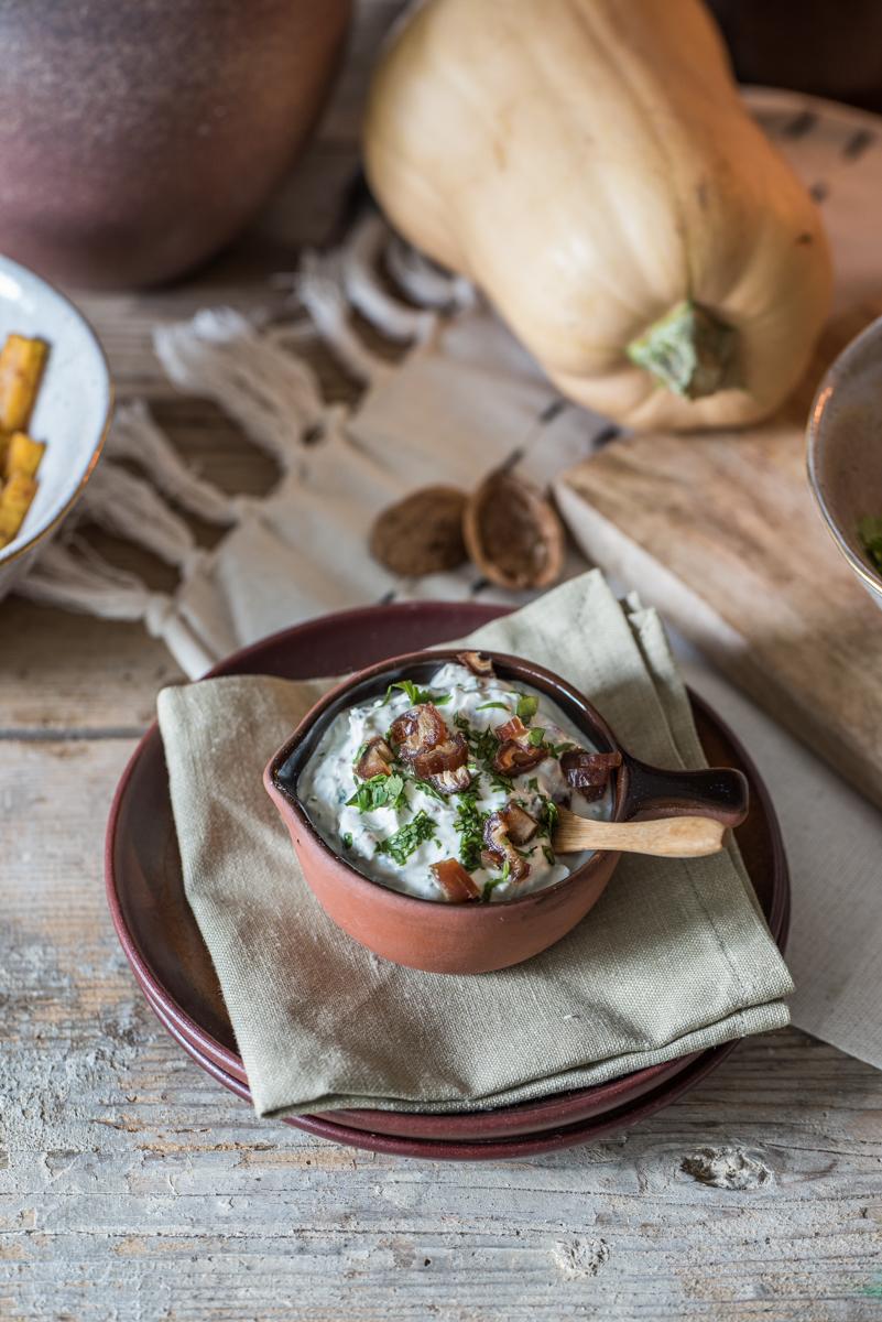 Rezept für herbstliche Kürbispommes aus dem Ofen mit orientalischen Gewürzen und Dattel-Koriander Dip