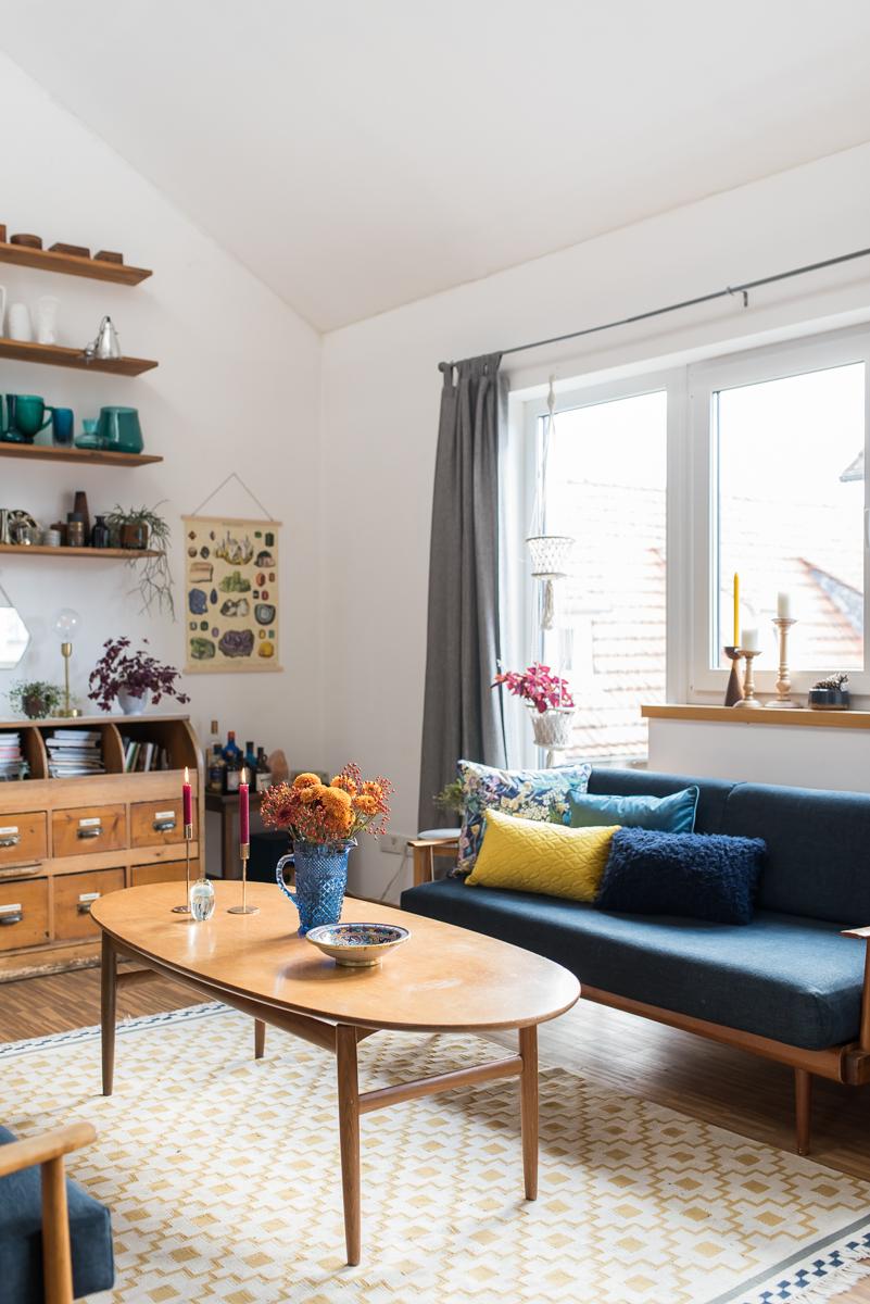 Dekoideen für den Herbst im Wohnzimmer mit Kissen im angesagten Samt Look, Deko im Boho vintage Stil und Kissen Verlosung für deine Couch