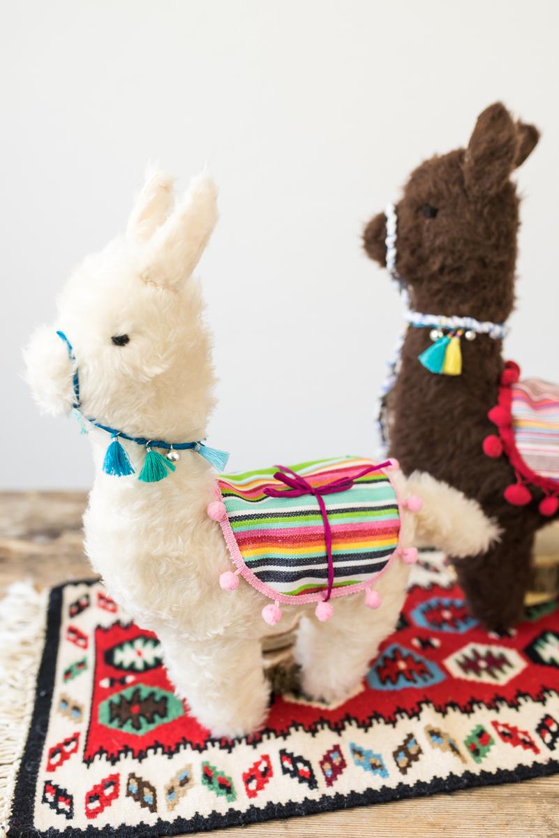 Anleitung für ein selbst genähtes DIY Alpaka Kuscheltier als Geschenk für Kinder oder die beste Freundin zu Weihnachten