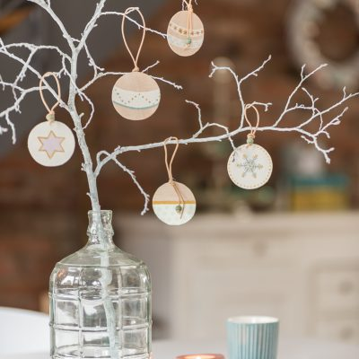 DIY – Baumschmuck aus Balsaholz