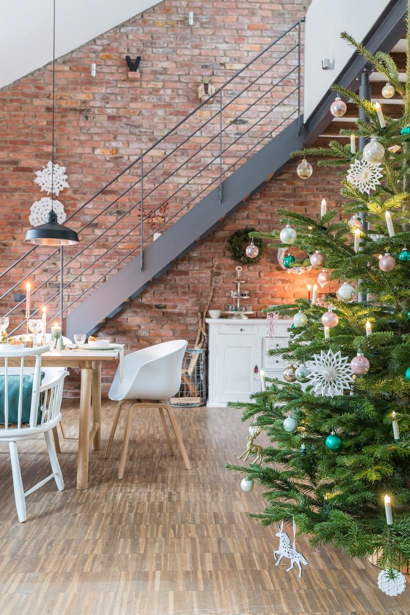 Dekoideen für das Wohnzimmer und die Tischdeko zu Weihnachten in mintgrün und gold