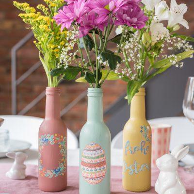 DIY – Tischdeko für Ostern: upcycling Blumenvasen aus Flaschen