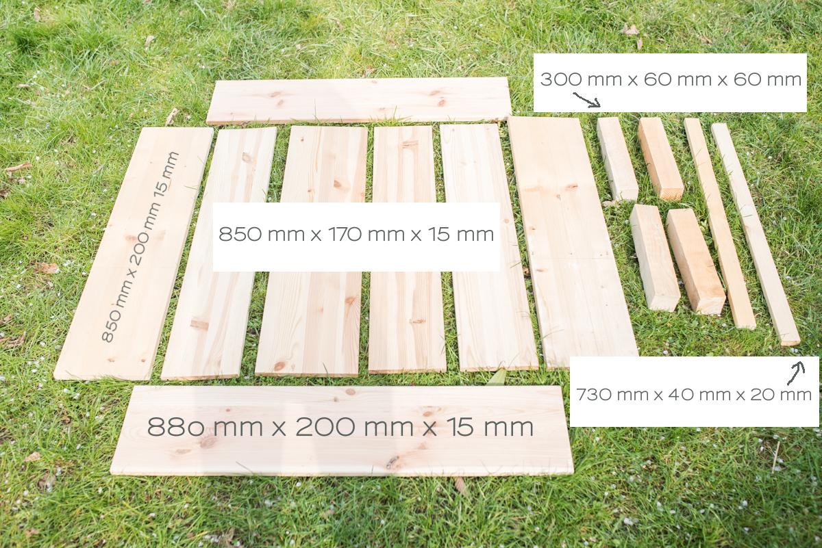Schritt für Schritt Anleitung für einen selbst gebauten Lounge Tisch für den Balkon mit eingelassenem Blumenkasten für Sukkulenten und Gräser im urban jungle Look