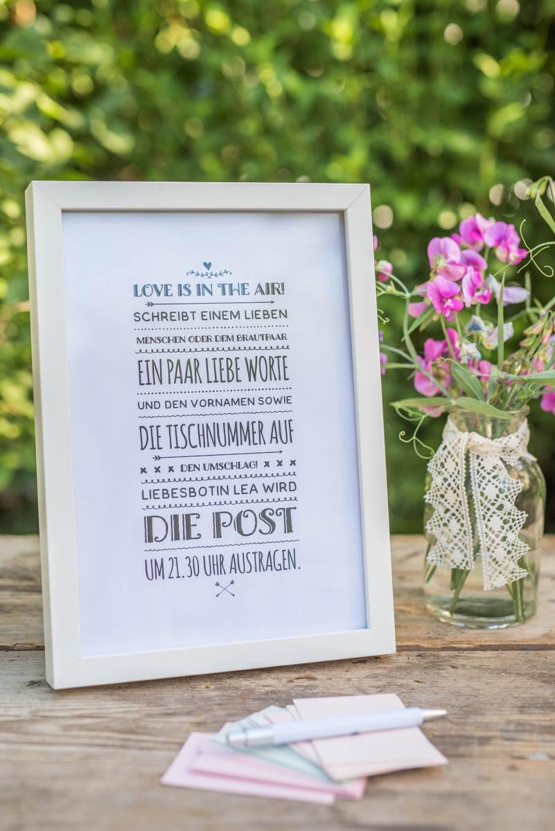 DIY Anleitung für Party Spiele und Beschäftigung für die Gäste zur Hochzeit mit dem selbstgemachten do it yourself Liebesbrief Briefkasten
