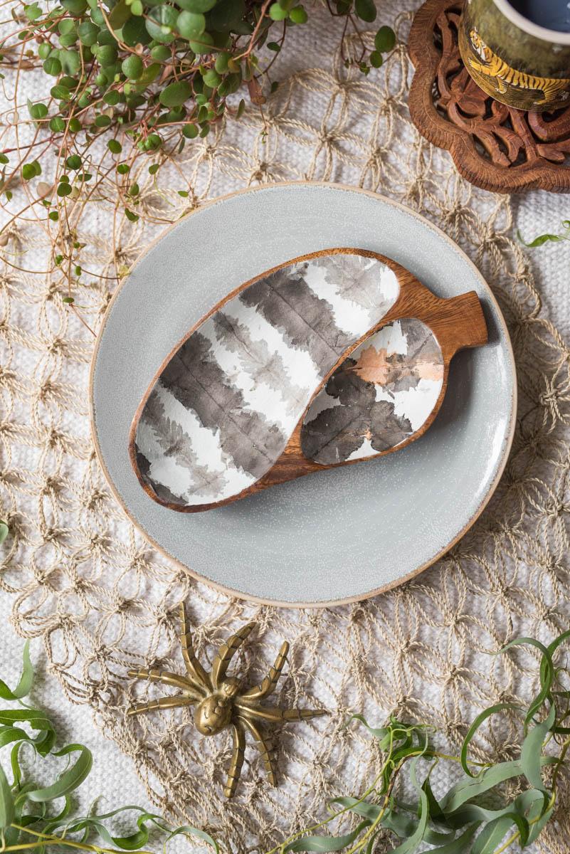 Anleitung für selbst gemachte DIY Holzschalen im Shibori Batik Look mit selbst gefärbtem Papier und Serviettentechnik im Boho Look