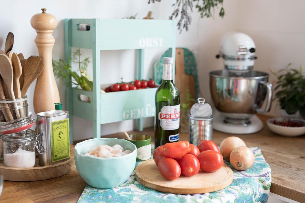 Lieblings Rezept für Curry Garnelen mit Tomaten, Kokosmilch und Pernod