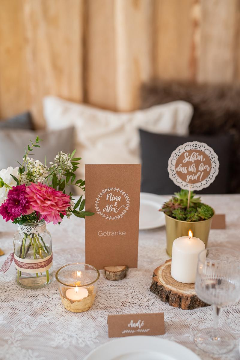 Anleitung für selbst gemachte, günstige DIY Dekoideen für eure Tischdeko zur Hochzeit im vintage Look