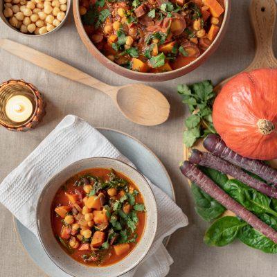 Rezept für orientalischen Gemüse Schmortopf mit Kürbis, schwarzen Bohnen und Kichererbsen (vegan)