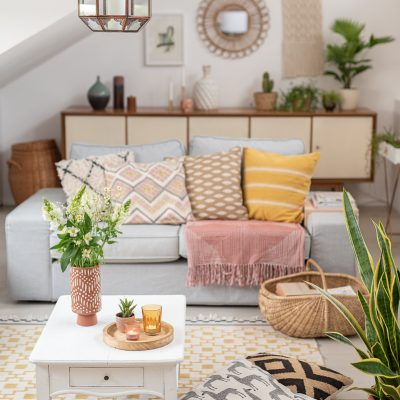 Deko im Wohnzimmer in Grün und Türkis - Leelah Loves