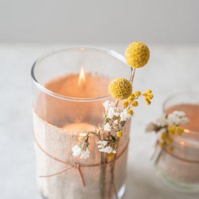 DIY - Deko mit Trockenblumen (1): Windlichter mit Leinen und Leder
