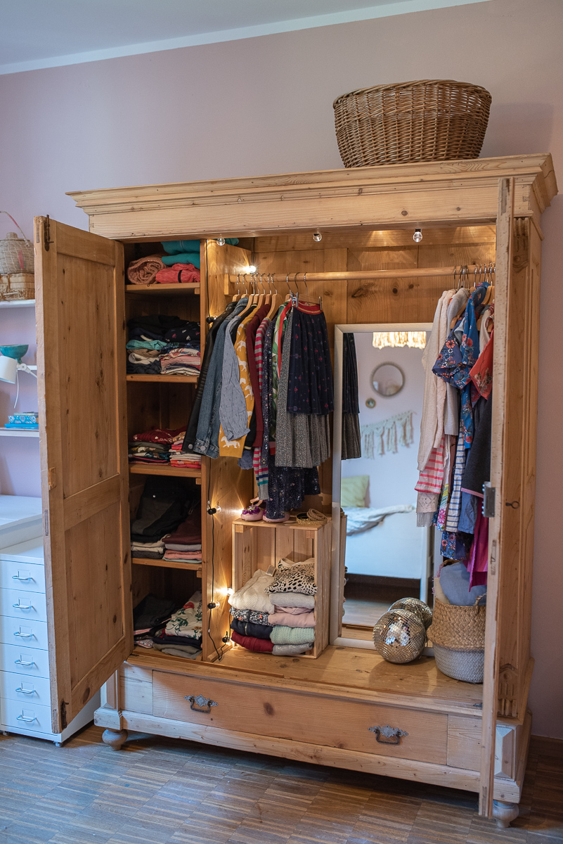 Dekoideen für das Teenie Mädchen Zimmer im rosa vintage Look mit DIY Deko, neuer Farbe auf alten Möbeln und günstiger Deko
