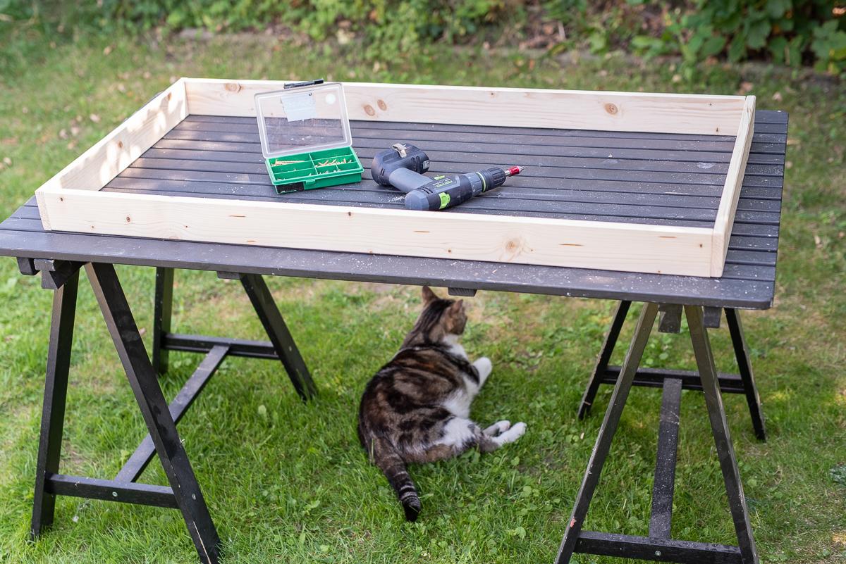 Anleitung für ein einfaches DIY Regal aus Holz für Glasuren von Botz für das Töpfer Studio