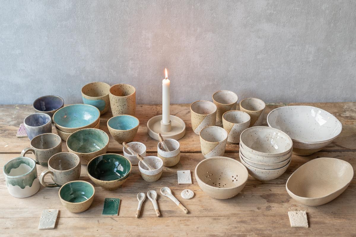 DIY Töpfern mit selbst getöpferten Schalen und Bechern und Tipps zum Glasieren