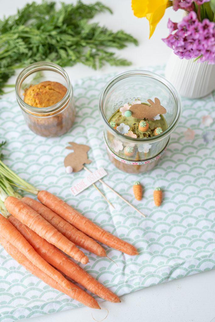Rezept für Möhrenkuchen im Glas als Geschenk aus der Küche zu Ostern für die Familie zum Osterbrunch mit Karottenkuchen