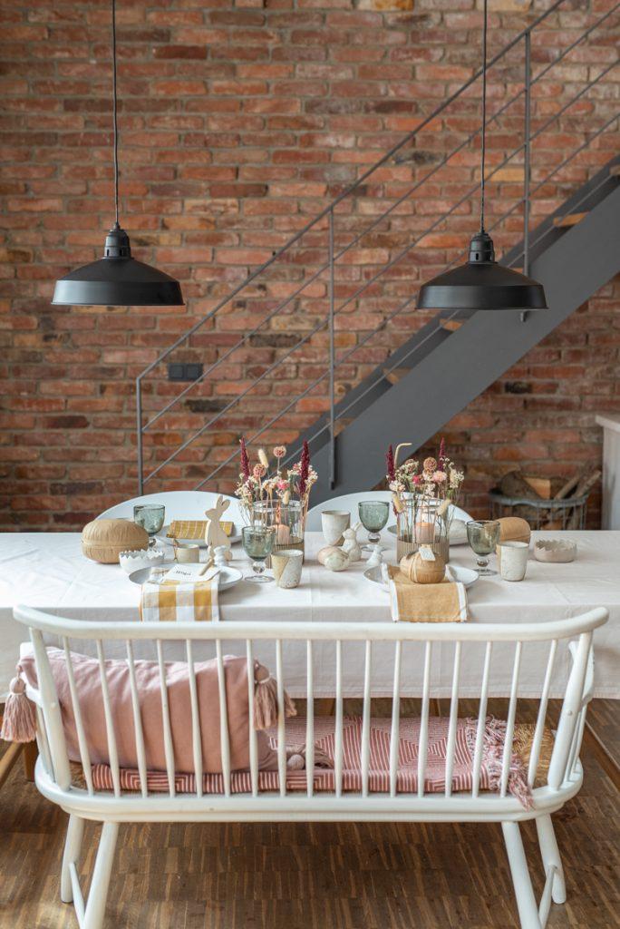 Dekoideen für die DIY Tischdeko zu Ostern mit Trockenblumen und Deko in Naturfarben und natürlichen Materialien im scandi Boho Hygge Look
