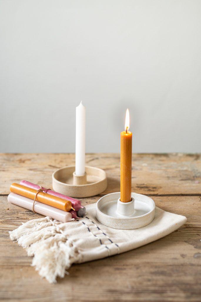 DIY Töpferanleitung für einen einfachen Kerzenleuchter im scandi Look in der Plattentechnik