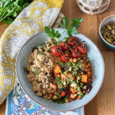 Urlaub zu Hause: Rezept für Gemüse Tajine mit Orangen Couscous (vegan)