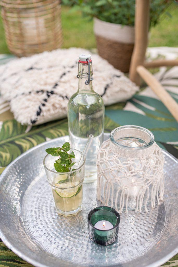 günstige Dekoideen für die Sommerparty im Garten mit Deko in Naturtönen und Grün für die Gartenparty