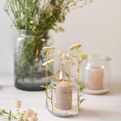 DIY - schnelle Windlichter für die Gartenparty mit Wiesenblumen