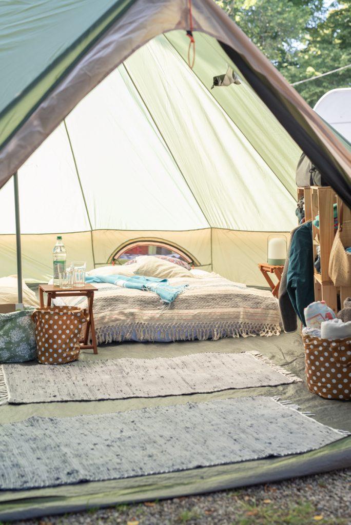 Camping mit Tipi Zelt: Dekoideen für den Glamping Urlaub
