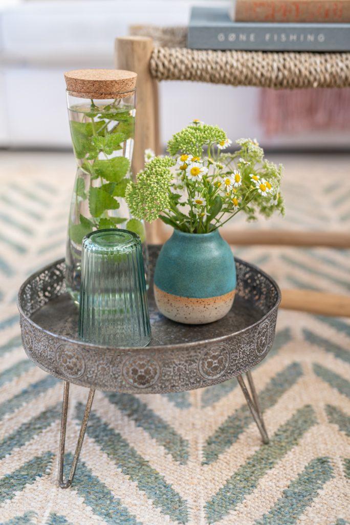 Dekoideen für das Wohnzimmer im Boho Look mit handgetöpferter Keramik