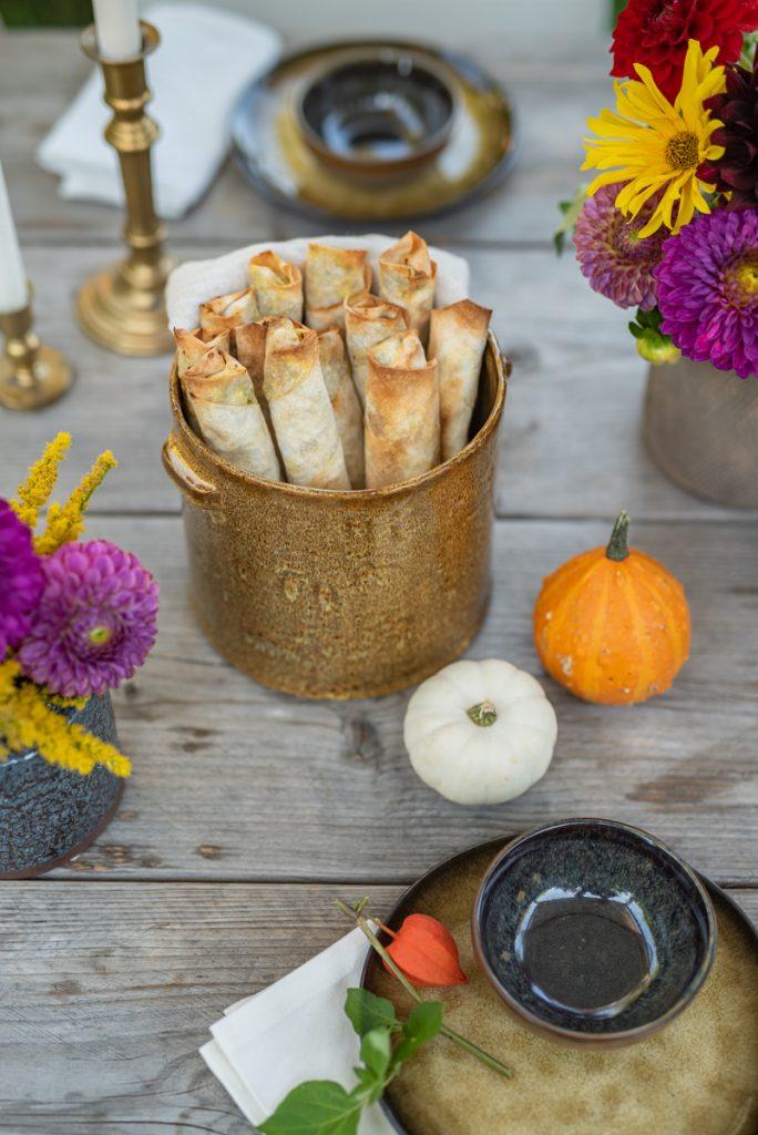 Herbst Rezept für vegetarische Kürbis Rollen mit Yufka Teig und Käse als leckere Vorspeise für Herbstgerichte