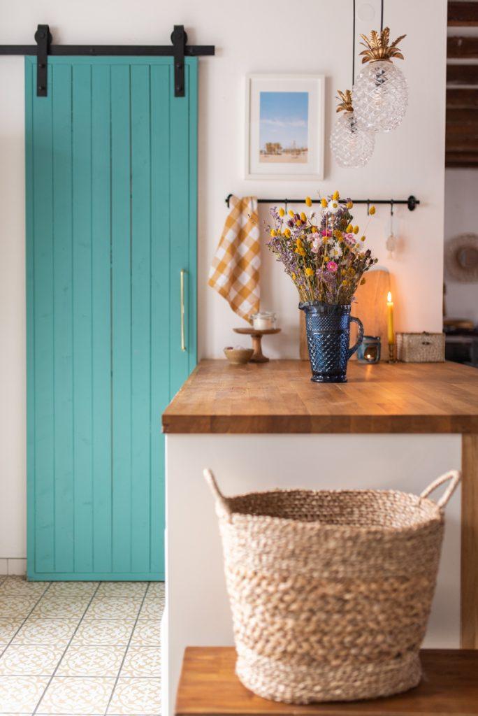 Deko Ideen für die Küche im Januar und Februar mit Trockenblumen und bunten Accessoires im Farmhouse Look