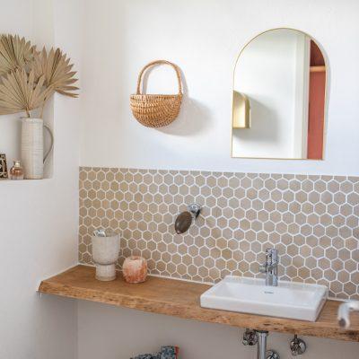 Gäste-WC makeover mit handgetöpferten Fliesen