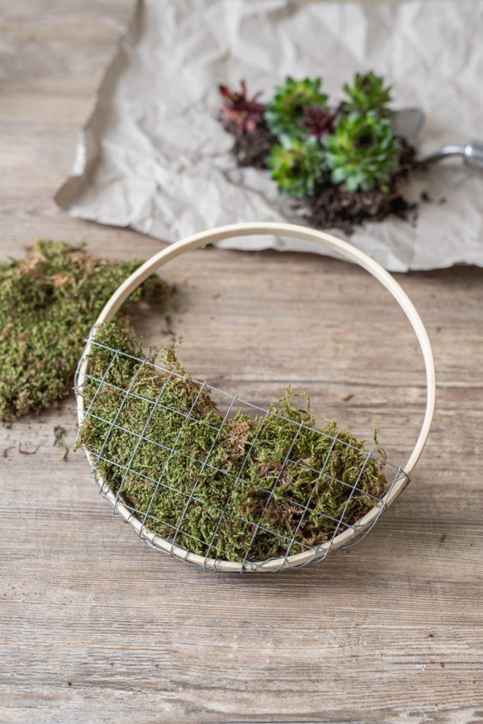 DIY Blumendeko mit Moos und Vergissmeinnicht zum Aufhängen als Deko für den Frühling und kleine Geschenk Idee für Muttertag