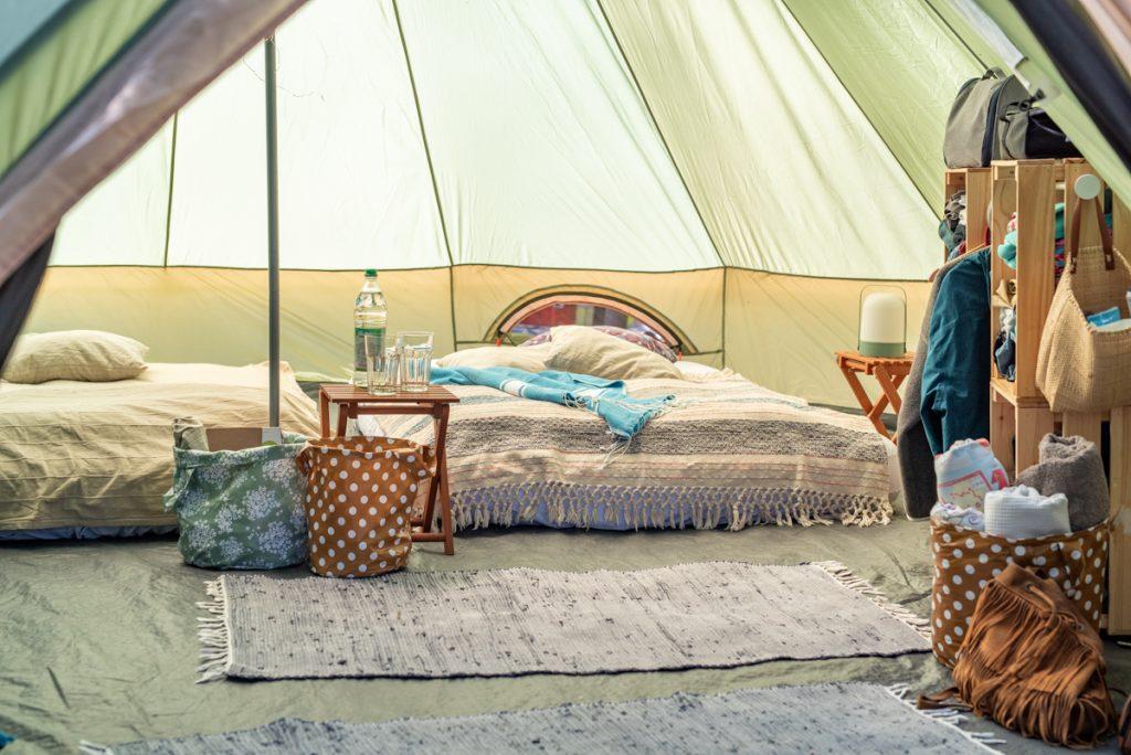 DIY Ikea Hack Camping Kleiderschrank aus Holzkisten als upcycling Campingmöbel