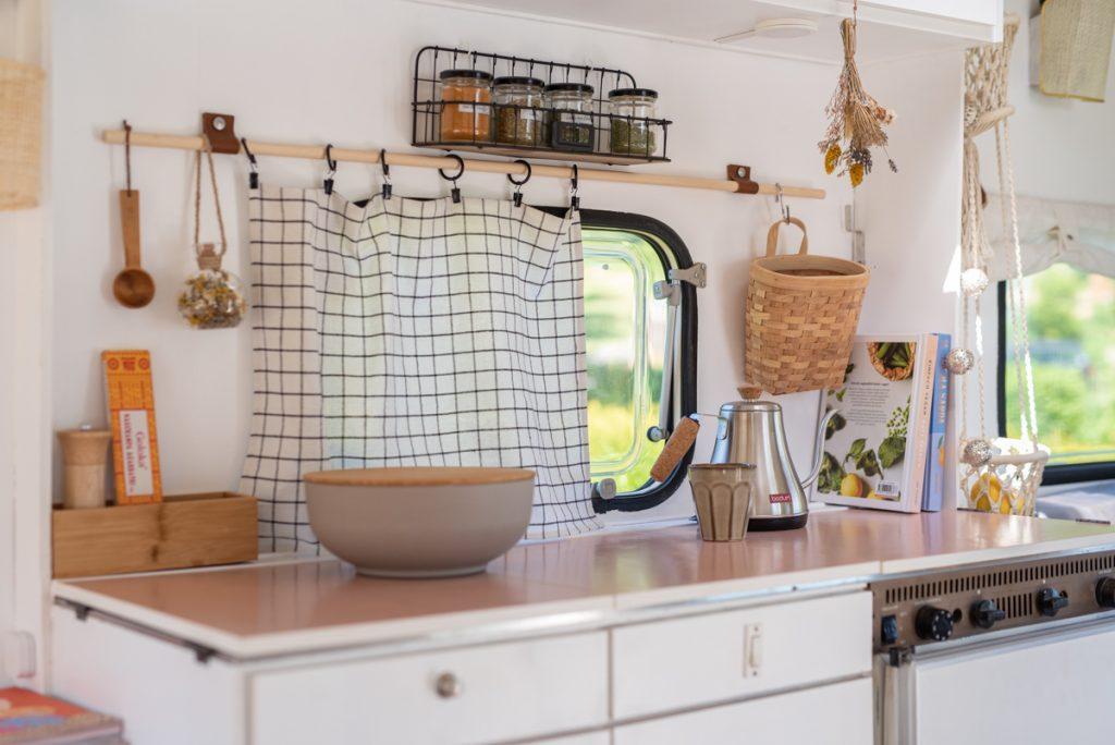 Tipps zum Renovieren eines Wohnwagens und zum Lackieren von Fronten und Möbeln im Wohnwagen