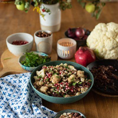 Rezept - lauwarmer Blumenkohlsalat mit karamellisierten Zwiebeln und Granatapfel